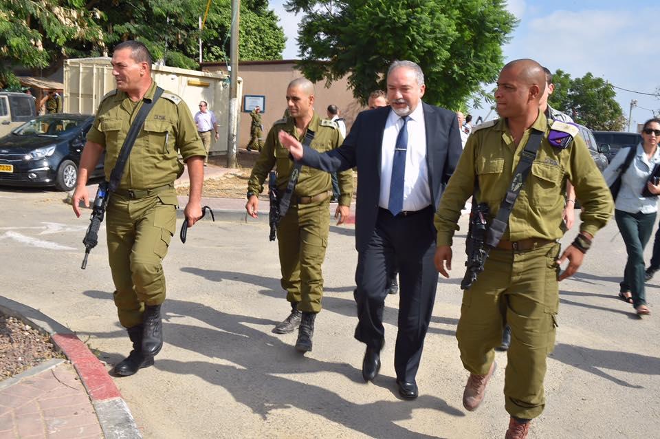 Liberman: los medios israelíes impiden a los soldados combatir el terrorismo