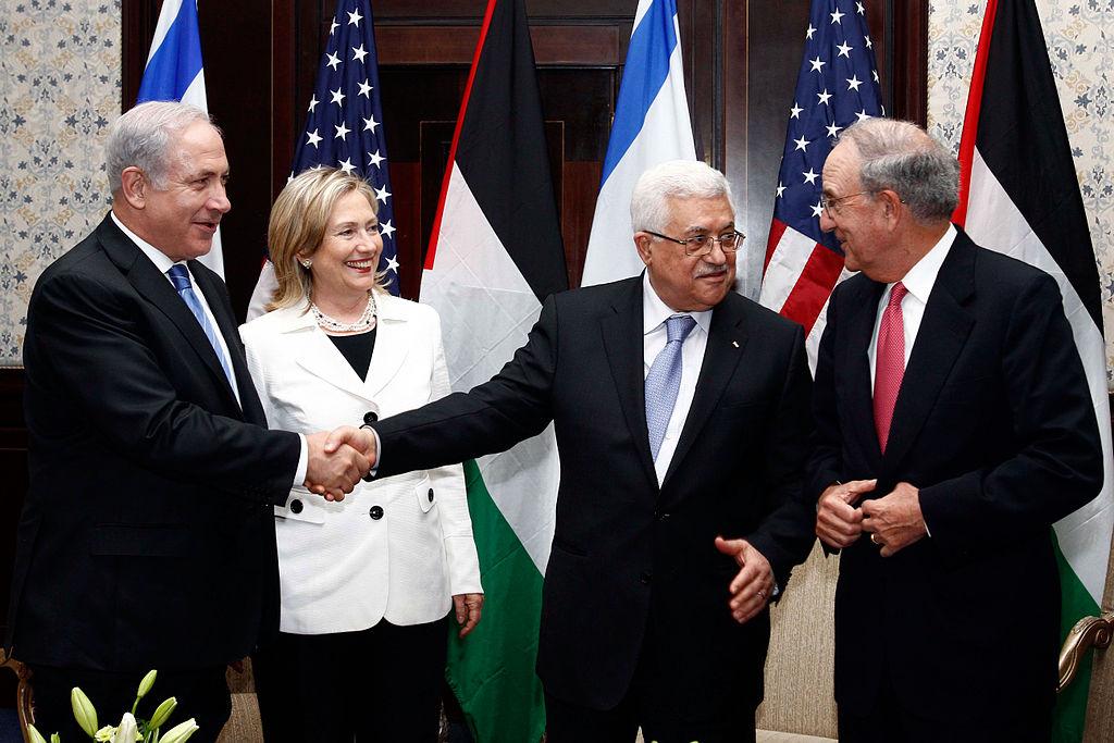 Sólo una pequeña mayoría de israelíes y palestinos apoya la solución de dos estados