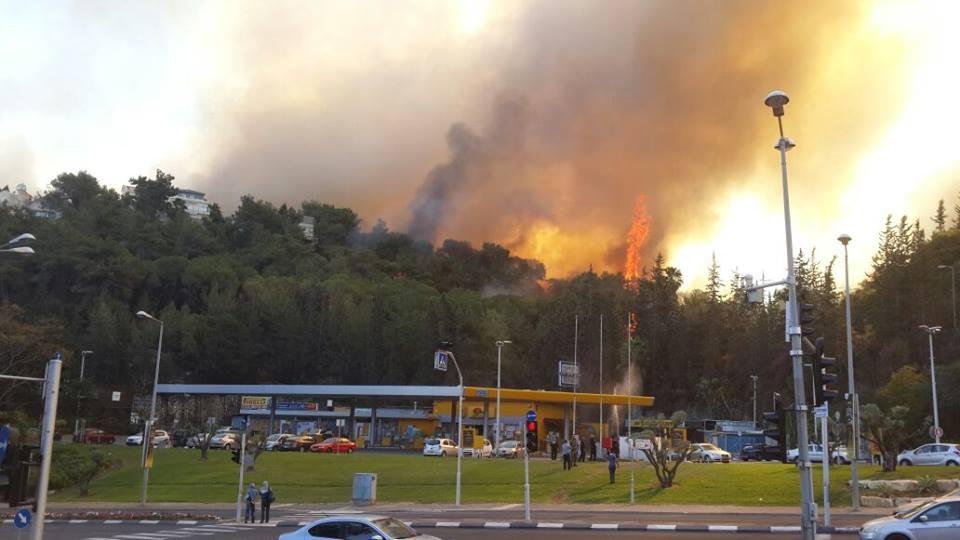 Evacuan once barrios de Haifa