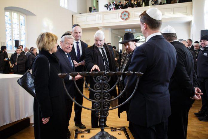 El presidente alemán recuerda en una nueva sinagoga el pogromo nazi de 1938