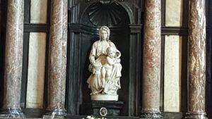 Madonna y el niño de Michelangelo
