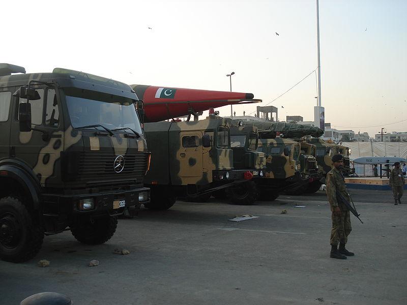 Pakistán emite una amenaza nuclear a Israel en respuesta a una noticia falsa