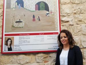 Hanán Hamod con su obra en Yarka