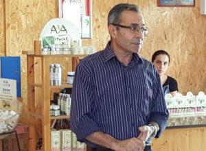 Jamal Jamoud en los Laboratorios Aya