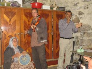 El Dr. Mazaan en el hogar de Um Moris