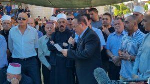 Ayoob Kara durante un funeral en una aldea drusa Foto: Facebook