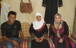 Assad, Naama y Amal en Lakia