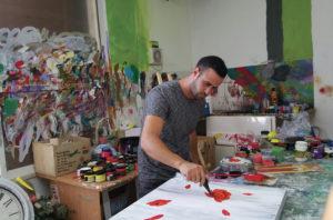 Sam Halabi en su estudio