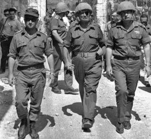Isaac Rabin, Moshé Dayan y Uzi Narkiss. Foto: Wikipedia
