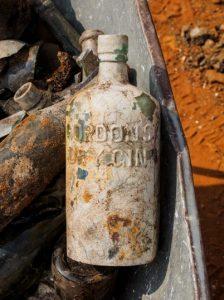 Botella de Gin Gordon Foto: Assaf Peretz Autoridad de Antiguedades de Israel