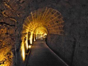 Túnel de los Caballeros Templarios en Ako Foto: Tango 7174 Wikimedia GFDL