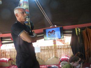 Video de Carlos Amorales en la tienda de Abu Salih