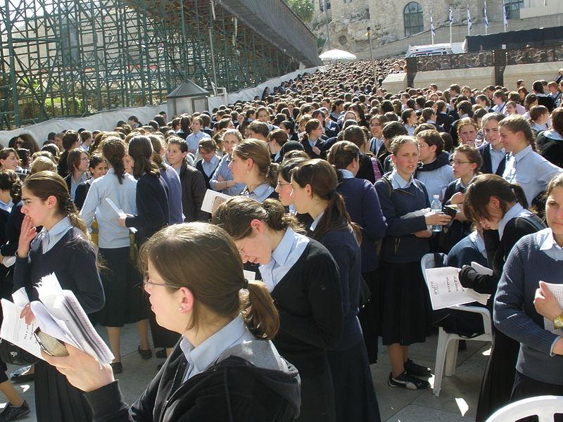 Escuela ortodoxa de Londres enfrenta el cierre por no enseñar sobre género