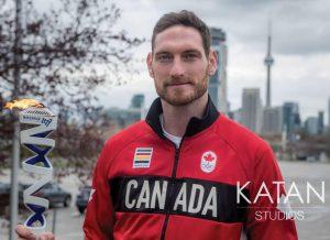 Gush Bainstock con la antorcha en Canadá