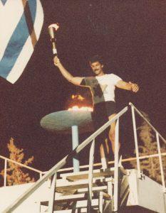 Mark Spitz enciende la antorcha en la Macabiá, 1985