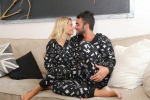 Danit y Eliav en pijamas Delta