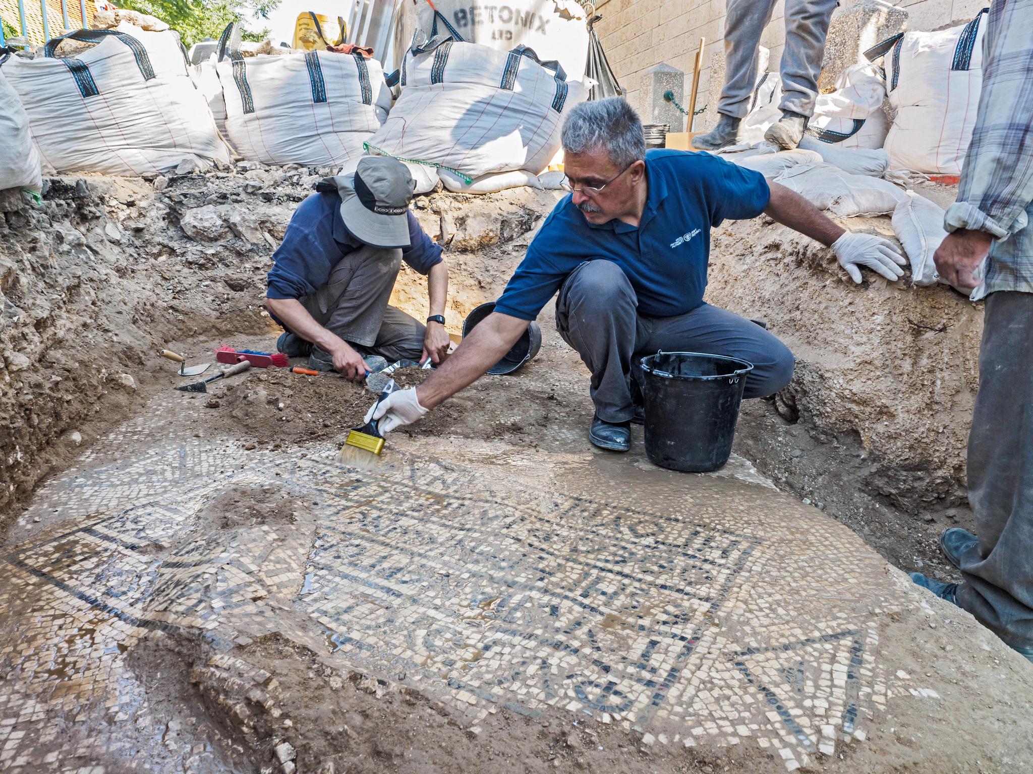 Descubren antiguo mosaico romano en Jerusalén