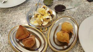 Batatas Wada, Punjabi Samosa relleno, Dehi Fori