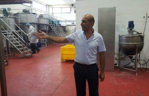 Mizrahi en la planta de Bat Yam