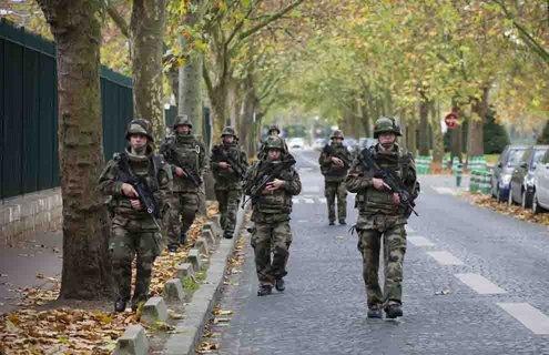 Investigan la agresión a un militar en el metro de París