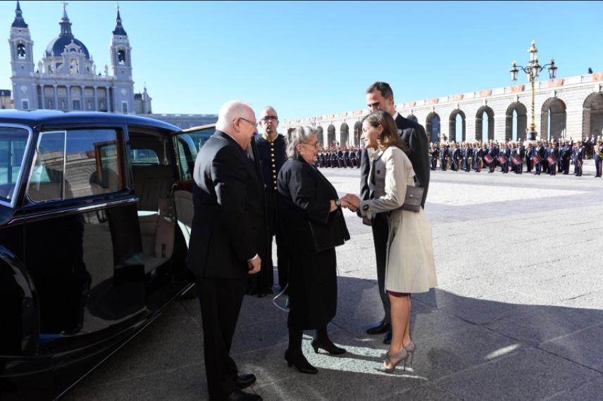 Los reyes de España reciben en Madrid al presidente de Israel