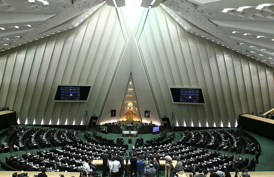 Protestan contra el gobierno en diversas ciudades de Irán