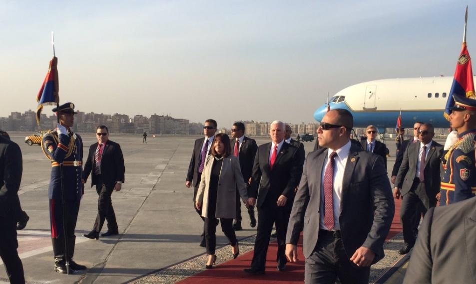 Mike Pence parte hace una gira por Oriente Medio