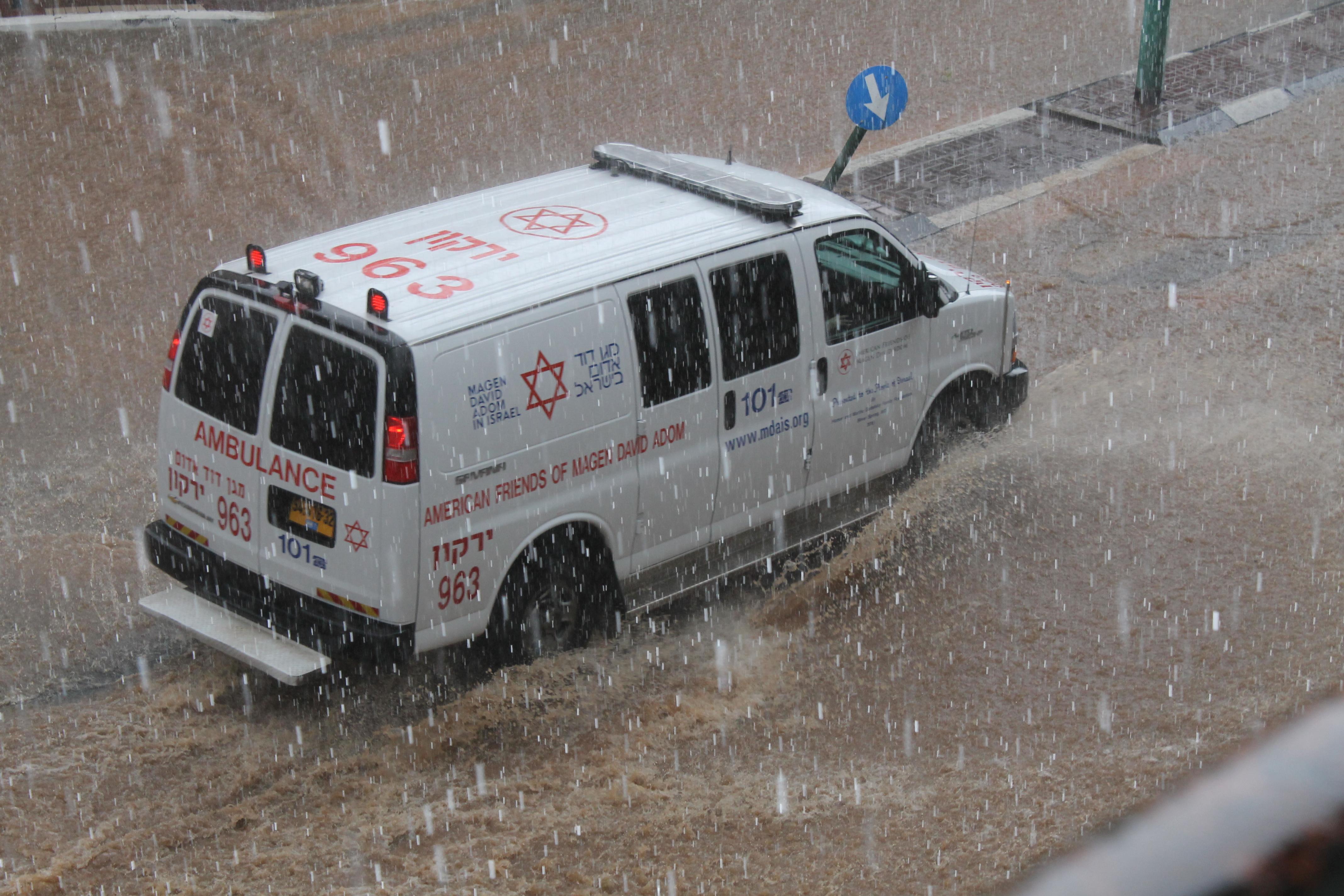 Israel sacudido por una poderosa tormenta invernal