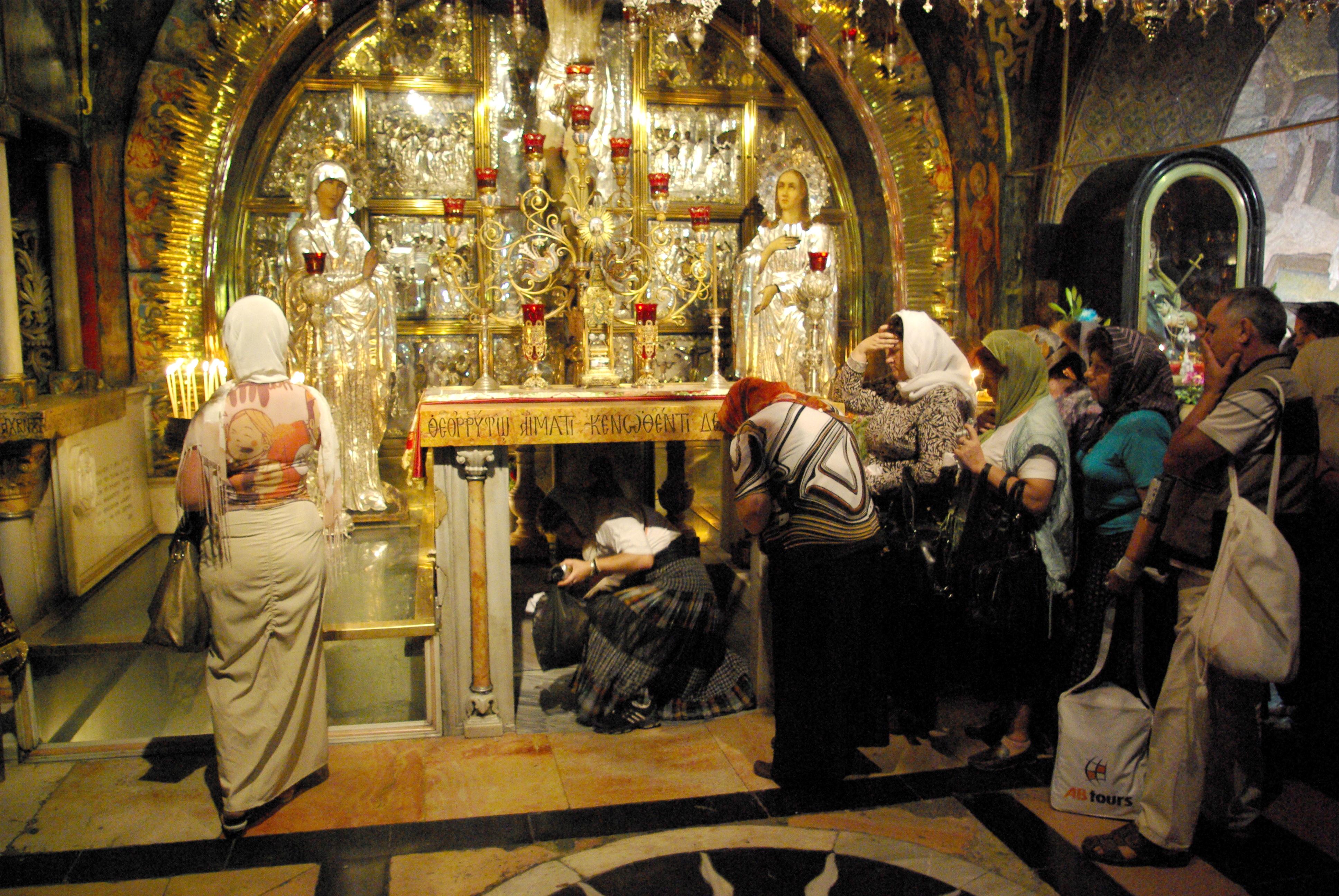 Cerraron la iglesia del Santo Sepulcro por una disputa económica