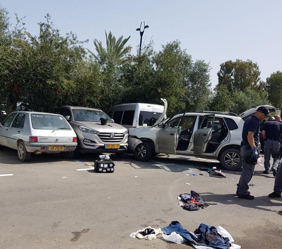 Un hombre atropelló a dos soldados ya un uniformado en Acre
