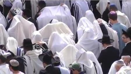 Decenas de miles de judíos son bendecidos ante el Muro Occidental en Jerusalén