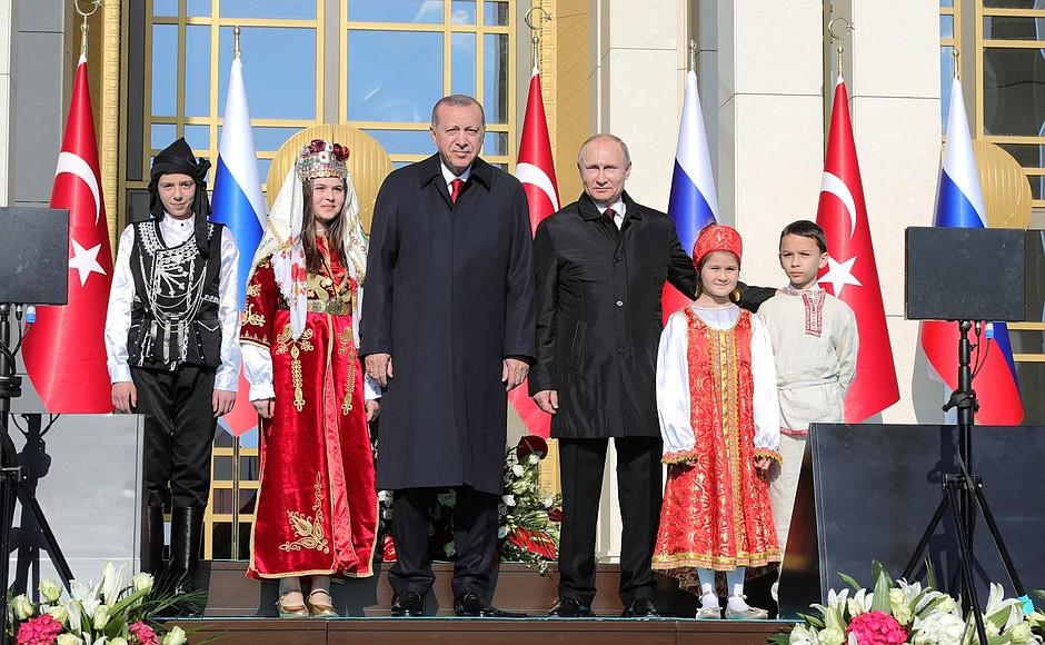Erdogan y Putin inauguran las obras para una planta nuclear en Turquía