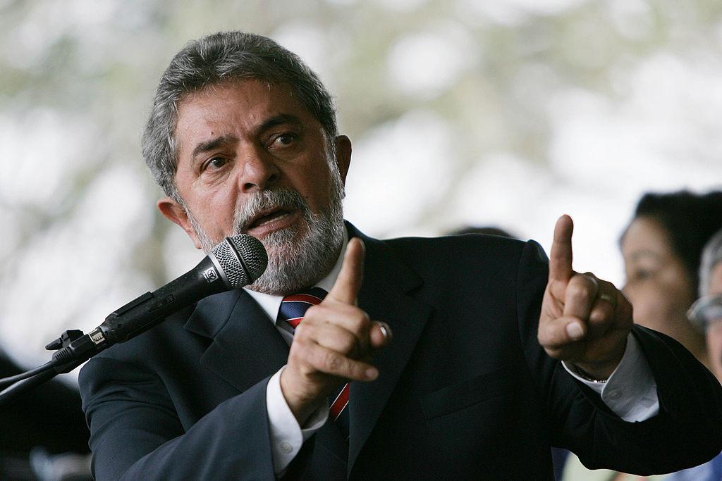 Lula intentó salir pero los militantes no lo dejaron — En vivo