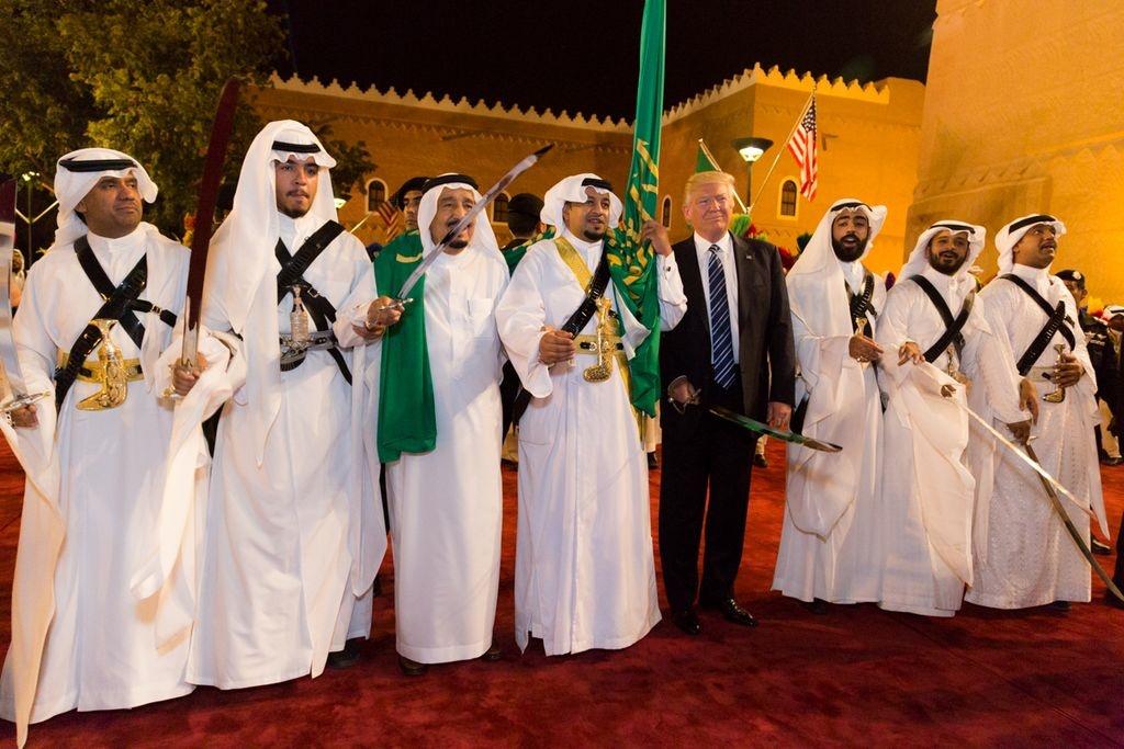 Los países árabes suníes apoyan la decisión de Trump