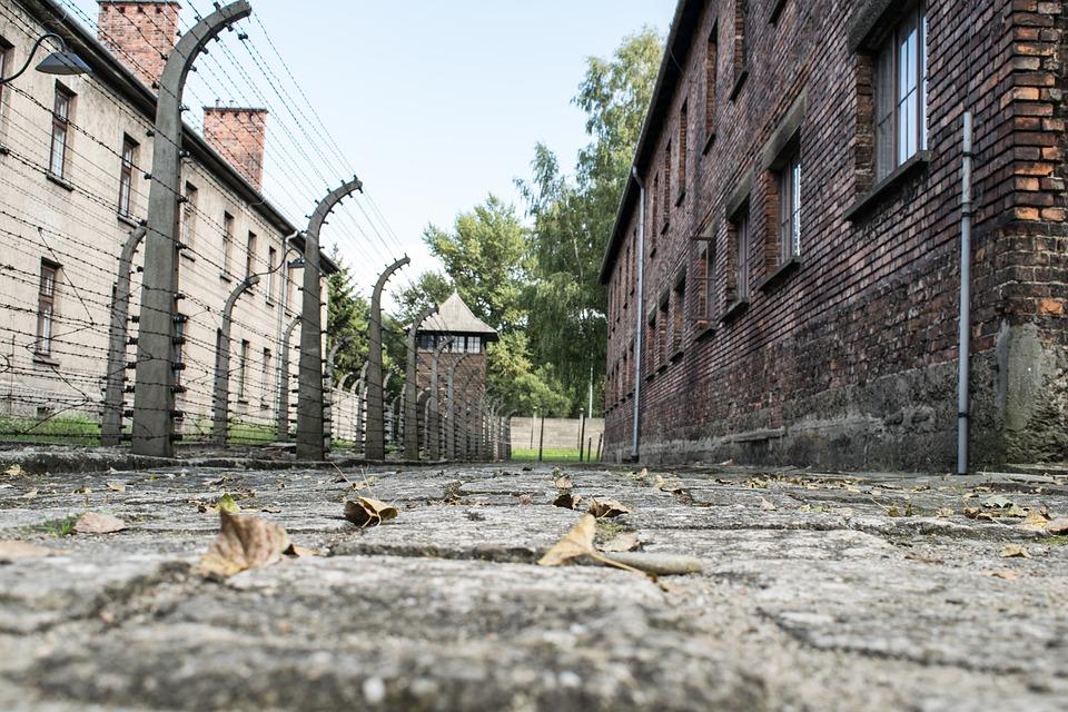 Polonia enmendaría la polémica ley del Holocausto