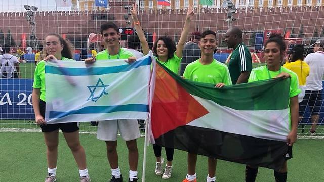 Adolescentes judíos y árabes viajan a Moscú para jugar fútbol