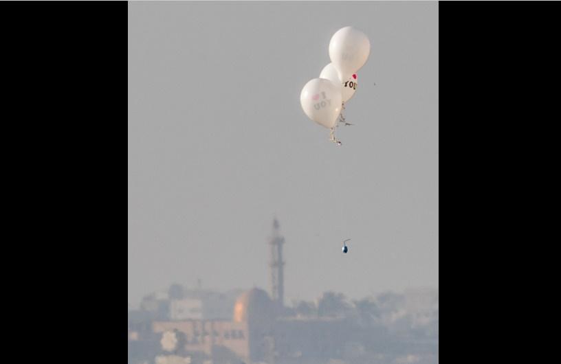 Un globo incendiario de Gaza aterrizó en Beer Sheva