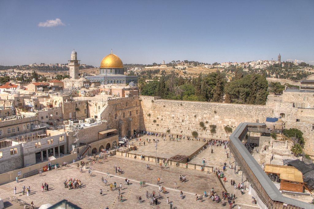 Cierran el Muro de los Lamentos tras desprendimiento de piedra