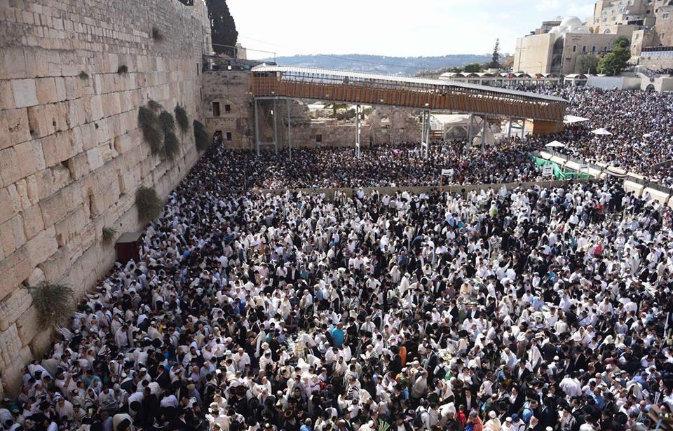 Cierran parte del Muro de los Lamentos tras desprendimiento de piedra