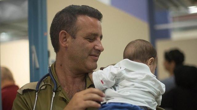 Compañía israelí de calzado donó 2.000 pares de zapatos a niños sirios