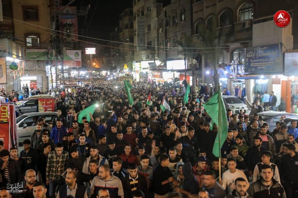 En Gaza celebran, en el sur de Israel protestan