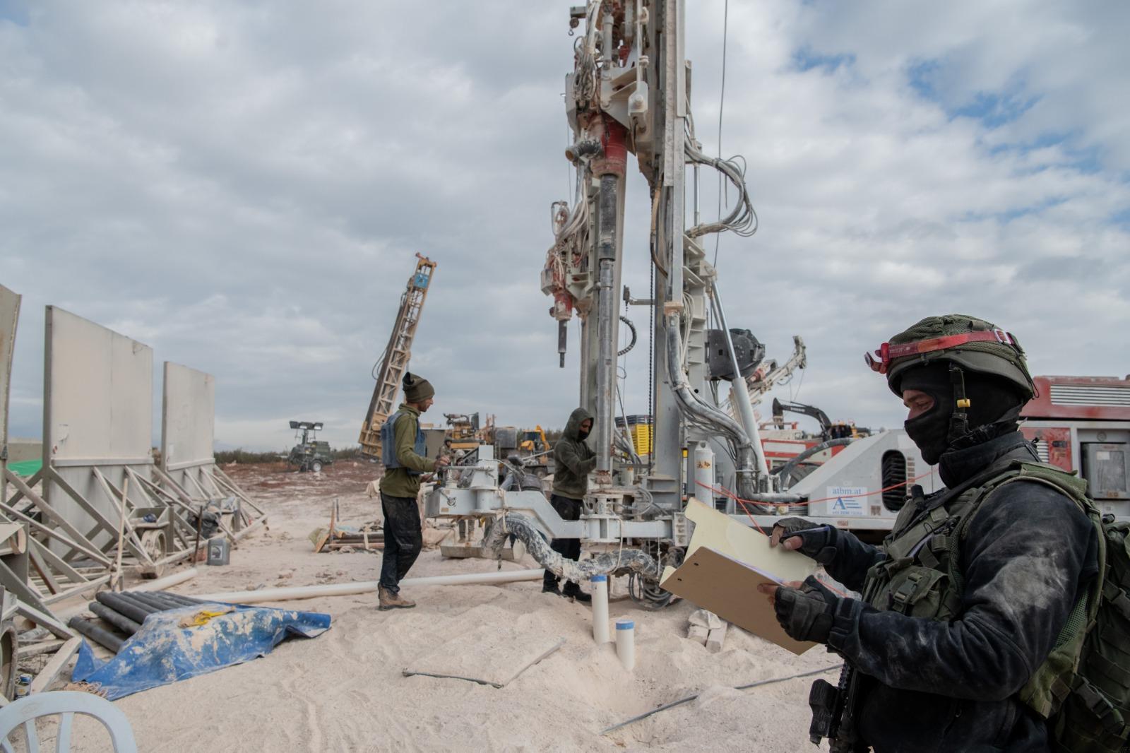 Ejército israelí dispara a presuntos militantes de Hezbolá